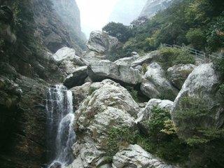 雨中观庐山